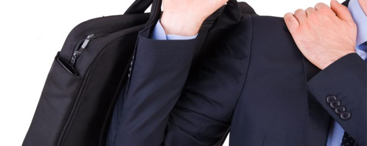 How to Avoid Shoulder Pain Caused by Wrong Bag